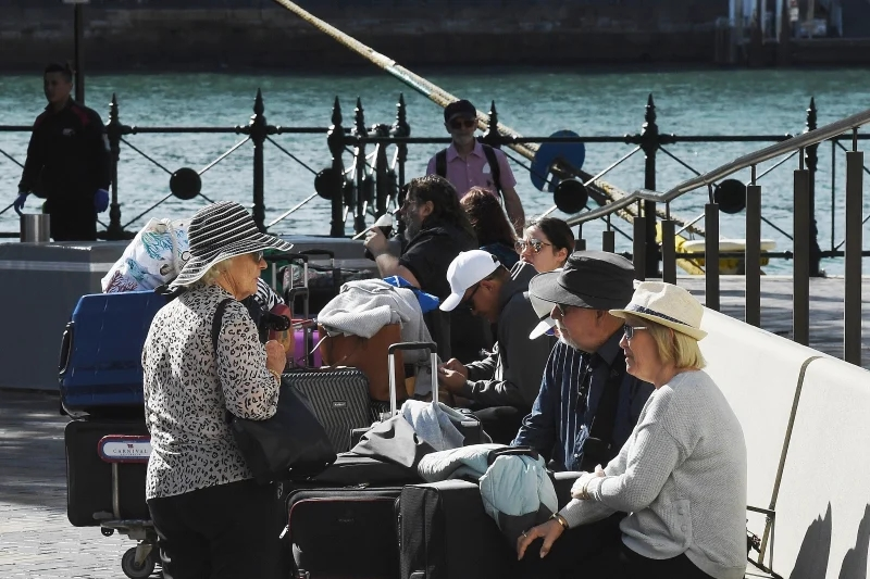 部分已经下船的乘客(悉尼先驱晨报)