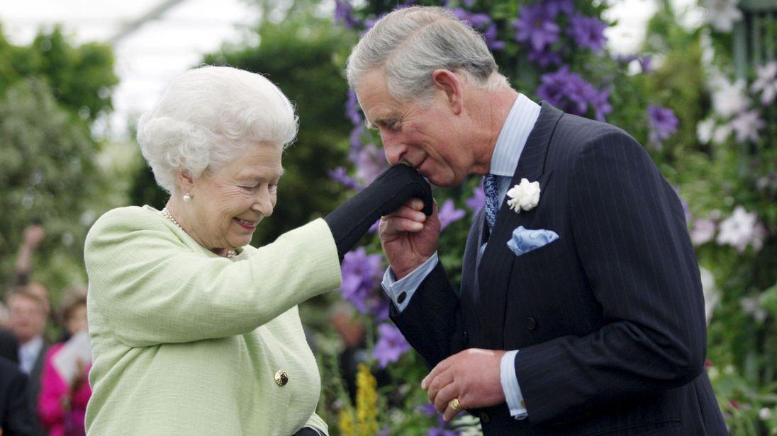 英女王伊丽莎白二世和查尔斯王子(天空新闻网)