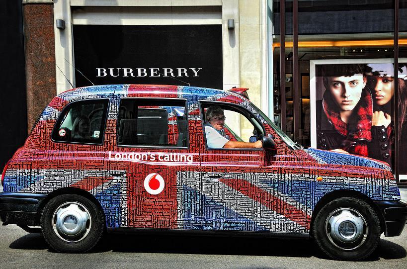 """英出租车司机感染新冠病毒去世 曾遭自称""""确诊""""乘客吐口水"""