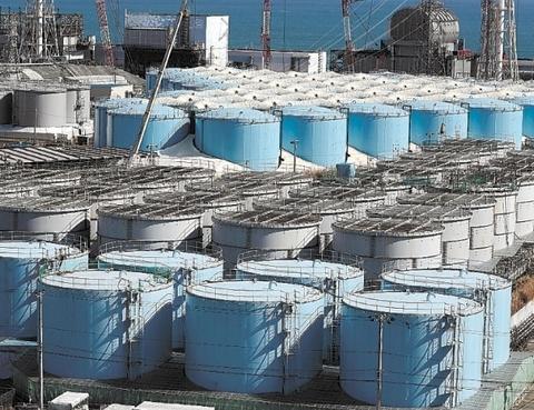 福岛第一核电站储存处理污水的水箱(河北新报)