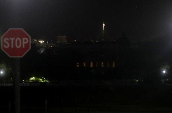 抗议第六天,白宫陷入黑暗(图源:路透社)