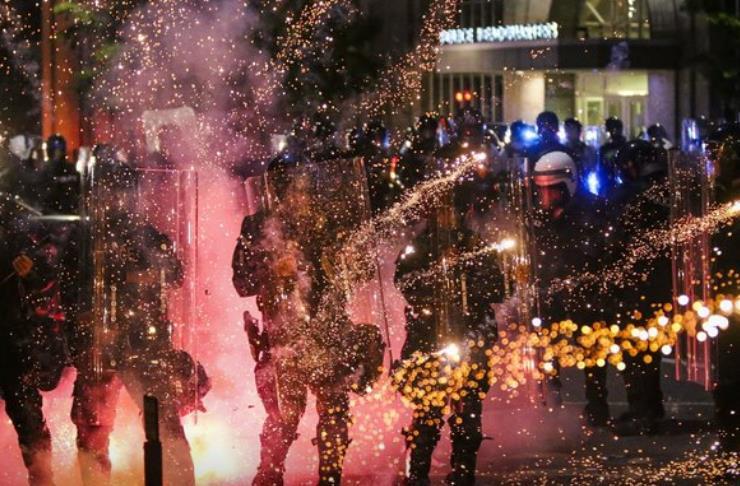 美退休警长在暴力抗议中遭枪杀:过程被直播 目击者称无人帮忙