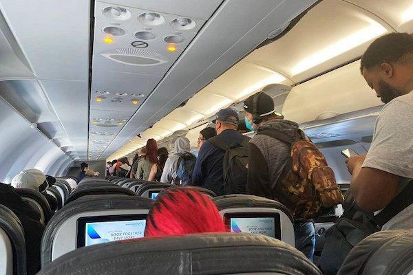 """乘客大喊""""要杀死机上所有人"""" 美航班被迫返航"""