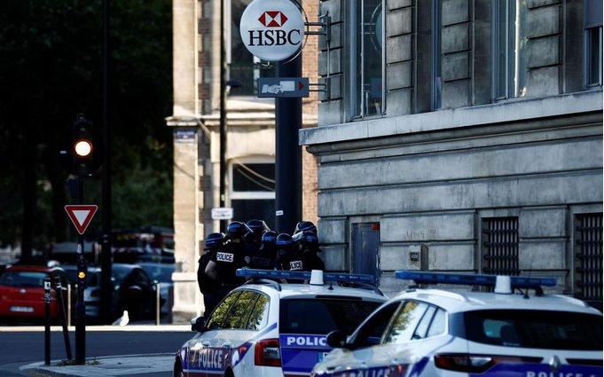 法国持枪男子闯入银行劫持6名人质 与警察对峙6个多小时