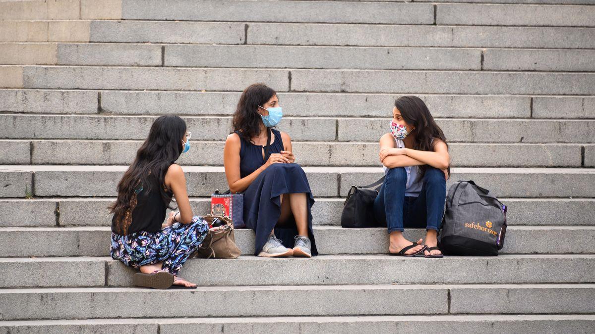 如果美国人口罩使用率从53%增至95%,未来三个月可挽救近7万人生命(图源:CNN)