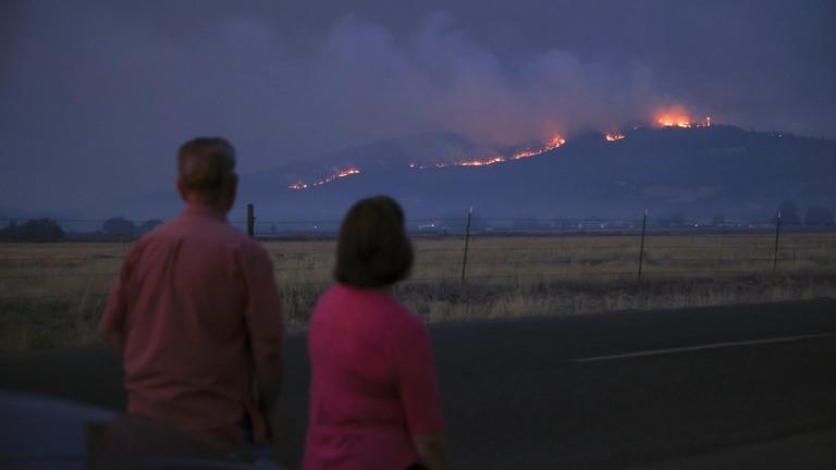 美国俄勒冈州山火是人为纵火?警方在起火附近发现了这个