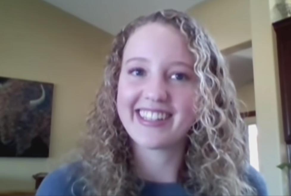 山火肆虐!美国19岁少女开直升机灭火 开学当天奋战到凌晨