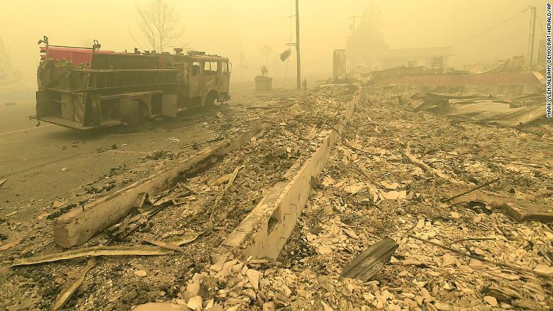 """美国山火""""吞噬""""底特律郊区:像发生了爆炸"""
