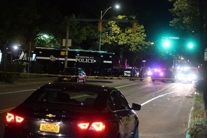 美国纽约州一市发生枪击事件 已致2人死亡14人受伤