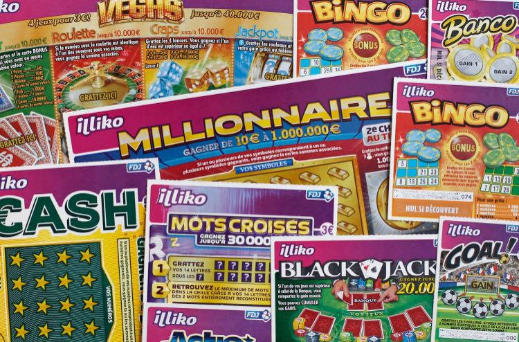 法国四名流浪汉获赠一张彩票 赢得5万欧元