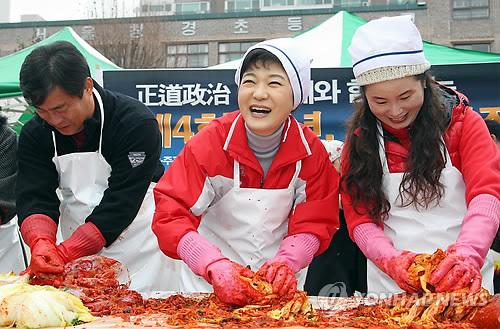 韩国大白菜62元一颗!腌泡菜的主妇急了 韩媒:简直是吃钻石