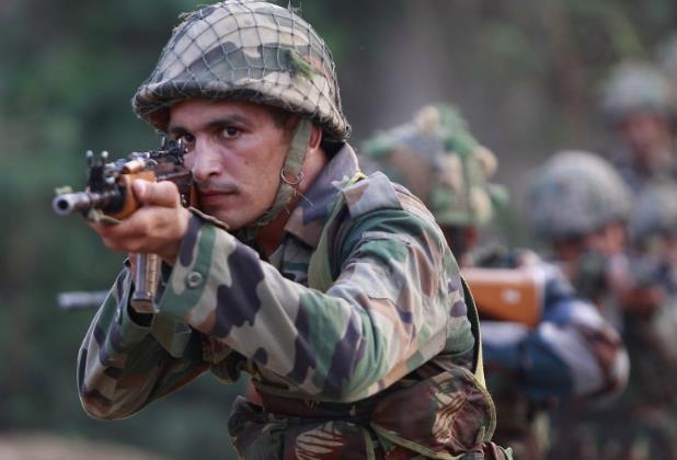 印度士兵4枪打死指挥官 持上膛步枪在逃拒绝投降