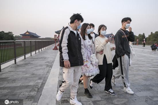 在华美国学生:每个中国人都在努力抗疫 我要是回美国会紧张