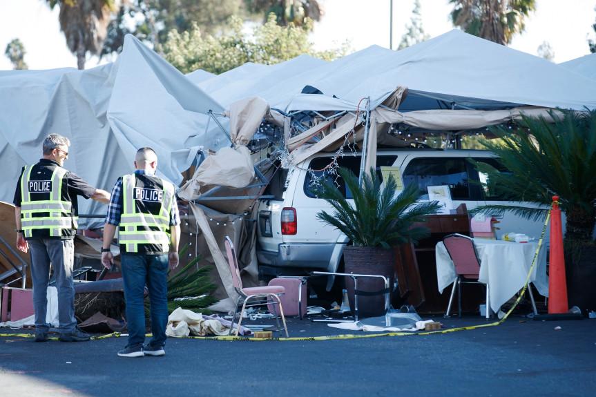 美国数十人户外用餐被汽车冲撞:8人受伤 事发地华人常光顾