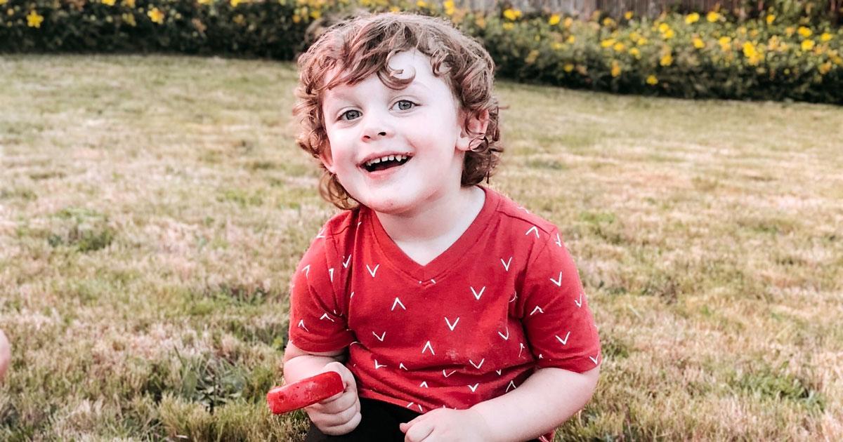3岁男孩詹姆斯·肯尼斯·林奎斯特(图源:社交媒体)