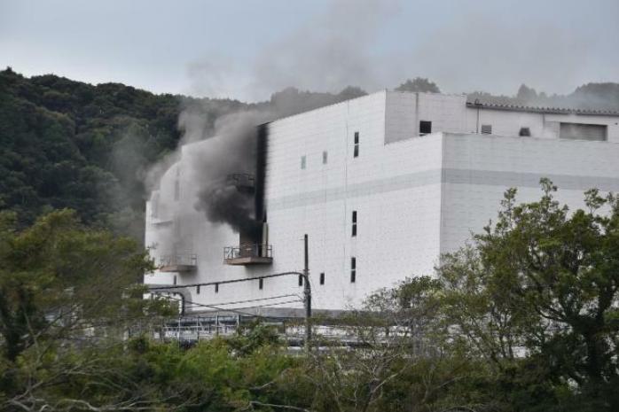 日本一工厂火灾持续超30小时:厂内存爆炸物 居民抱怨臭味难忍