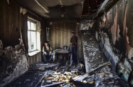纳卡地区冲突中,阿塞拜疆境内一间房屋被毁。(美联社)