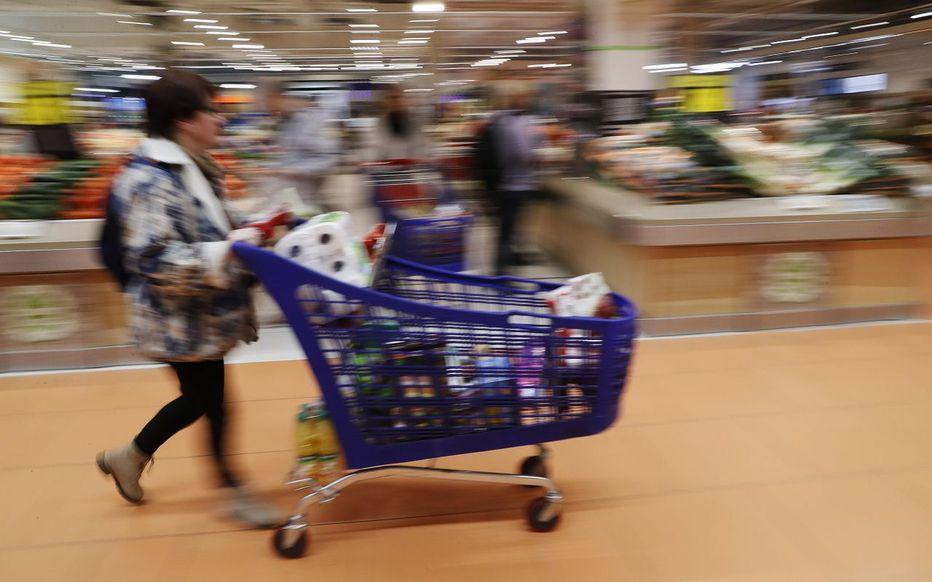 法国宣布一揽子扶贫新措施 疫情导致贫困化严重
