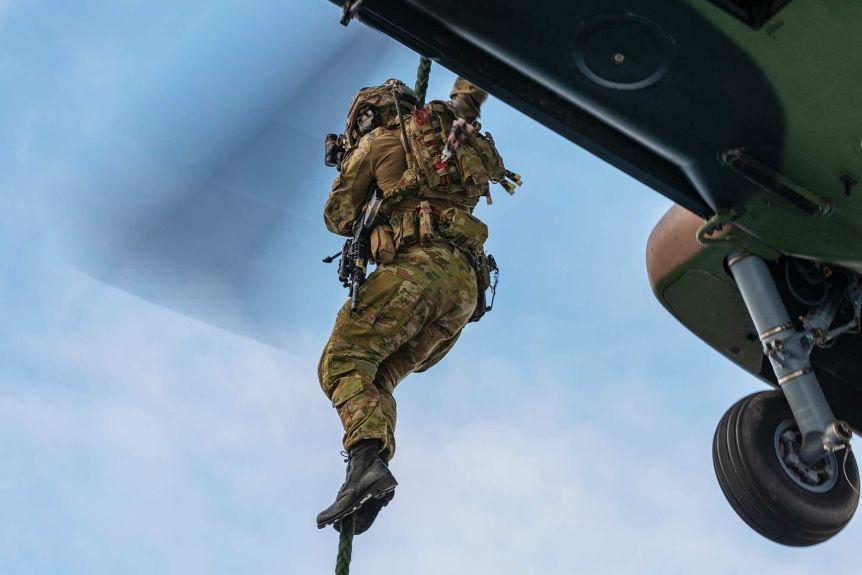 尴尬!澳国防部花38亿买的直升机,因舱门太窄影响炮火射击