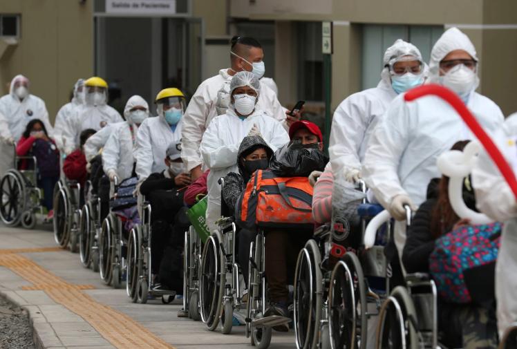 全球至少25国单日新增新冠肺炎确诊病例超千例。(图源:美联社)