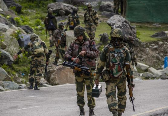 印度边境警察部队一士兵在营地死亡 两颗子弹贯穿头部