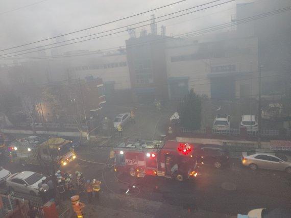 韩国一化妆品工厂起火:致3死6伤 现场黑烟弥漫(图)