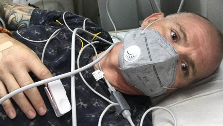 英国男子在印度感染新冠又遭蛇咬:双目失明,瘫痪在ICU