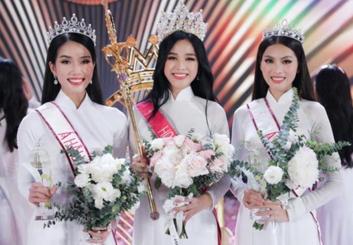 杜氏河(中间)夺得越南小姐选美大赛冠军。(图源:越南媒体)