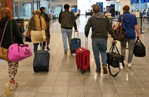无视疫情,近500万美国人感恩节期间乘飞机出行