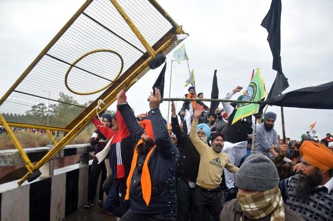 印度数千农民涌向首都举行抗议 警方发射催泪弹围堵