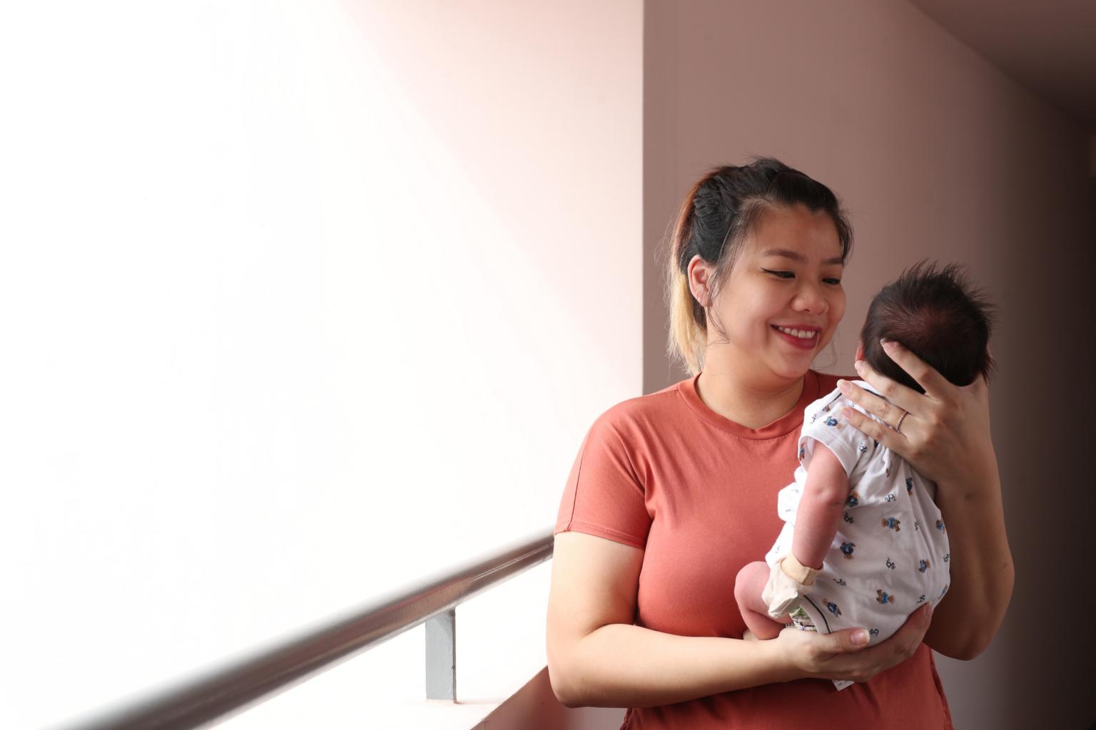 曾赛琳与她的儿子(海峡时报)