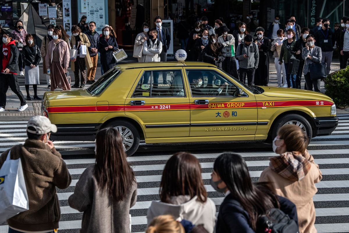 资料图:疫情下的东京街头。(Getty Images)