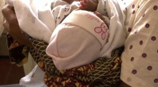 """尼日利亚一家""""婴儿工厂""""被捣毁,专门让受害者怀孕出售婴儿"""