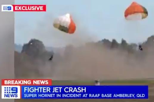 澳大利亚战机发生严重坠机事故 2名飞行员跳伞逃生