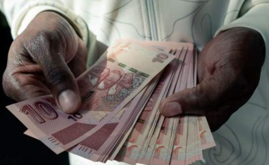 通货膨胀给津巴布韦的粮食价格带来沉重冲击(getty images)