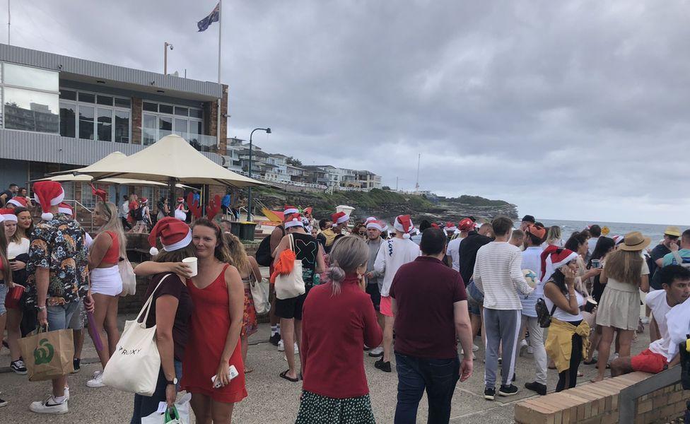 悉尼海滩上的圣诞派对(BBC)