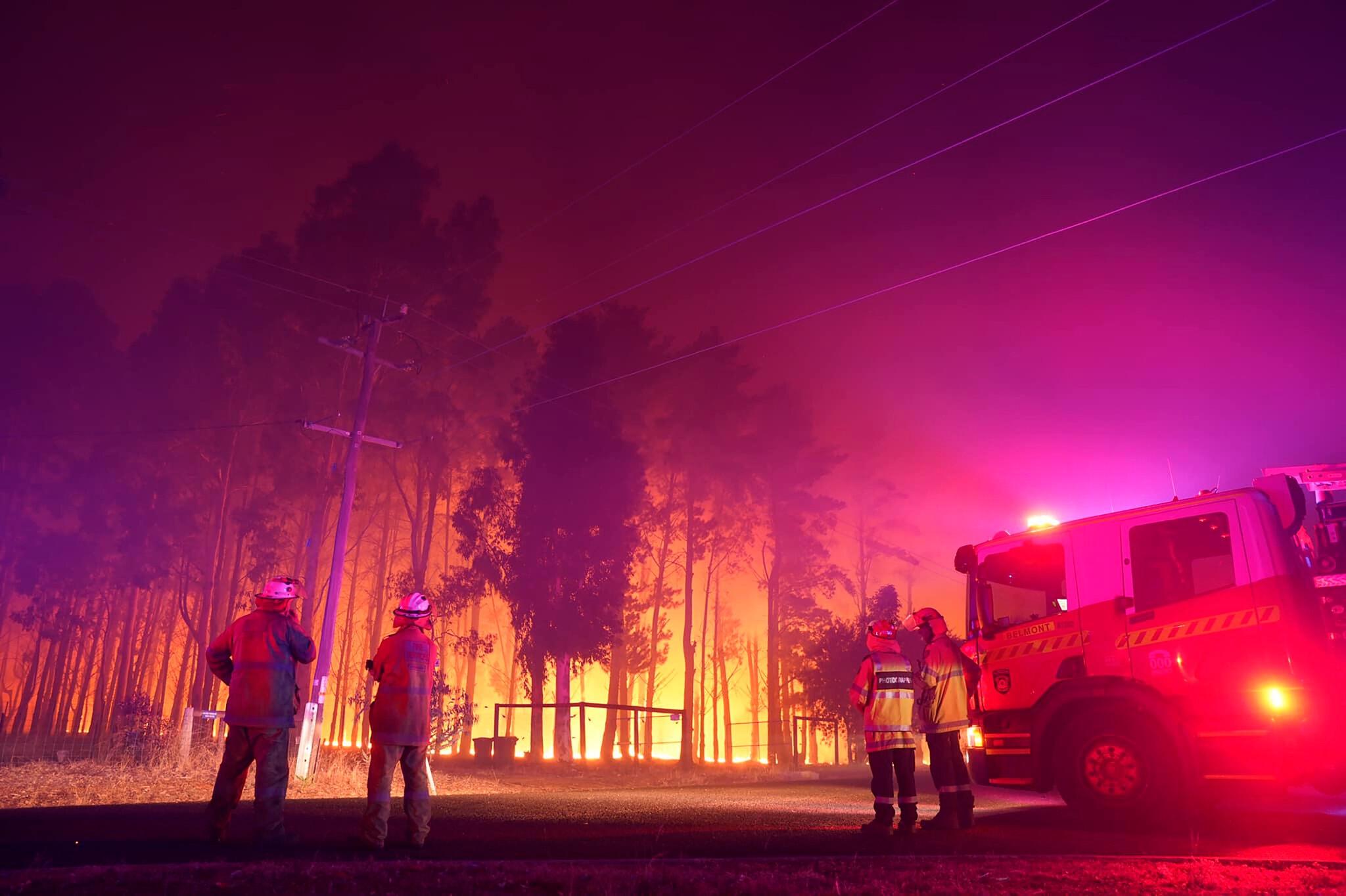 澳大利亚珀斯市爆发严重山火(美联社)