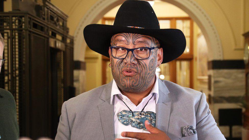 新西兰毛利人议员维迪提佩戴了一条绿石挂坠(Getty)