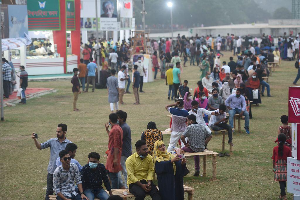 孟加拉国首都达卡的民众(资料图)