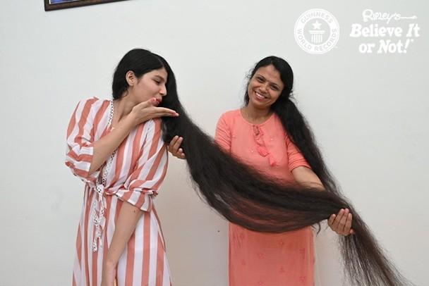 世界头发最长少女剪头发:12年没理发长2米 号称长发公主