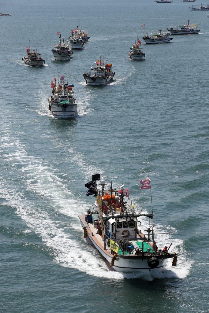 韩国150多艘渔船海上游行,抗议日本排污入海