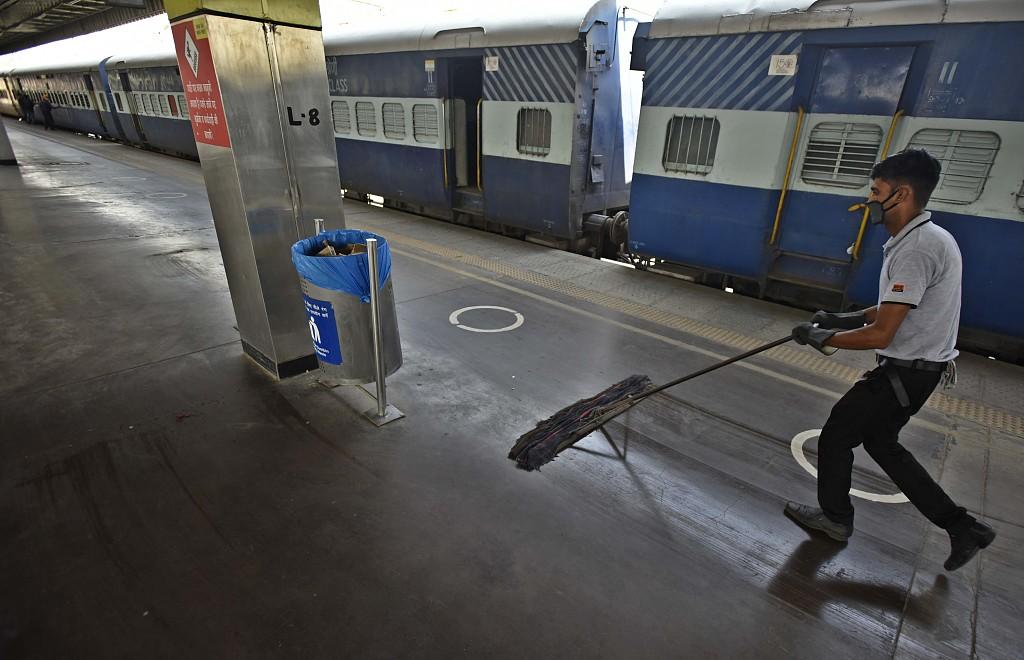 印度新德里的火车车厢,被改造为隔离病房(资料图)