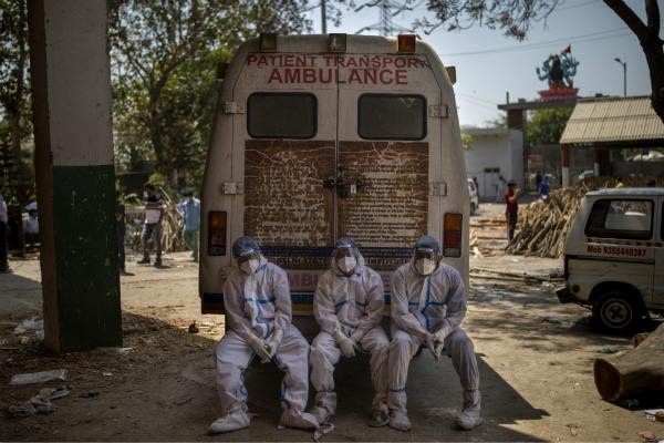 CNN曝光印度火葬场现状:遗体堆积速度超过火化速度