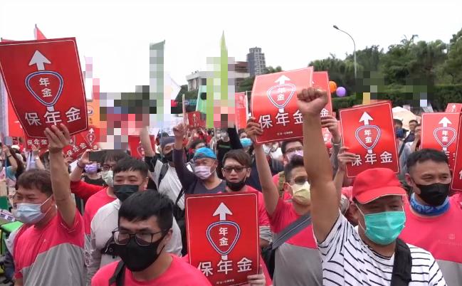 """岛内""""2021五一行动联盟""""1日举行游行,抗议民进党当局。"""
