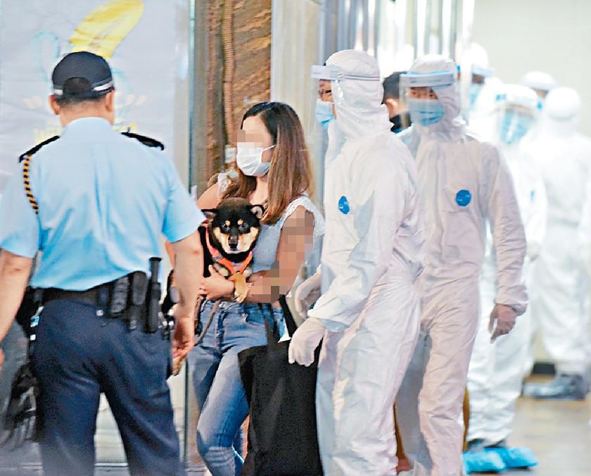香港一大厦住户撤离 图源:《头条日报》