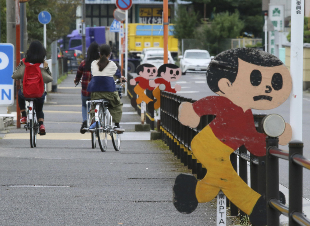 资料图:上学途中的日本儿童
