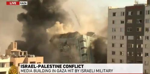 国际媒体所在的大楼被以色列空袭夷为平地(半岛电视台报道截图)