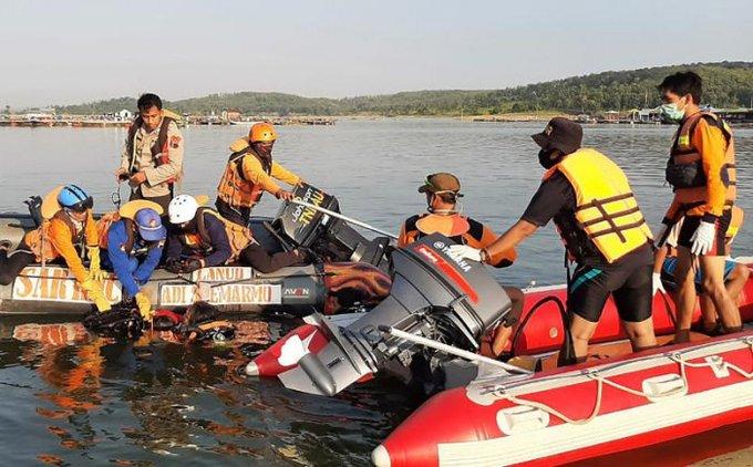 印尼一船只因游客自拍倾覆 至少7人死亡