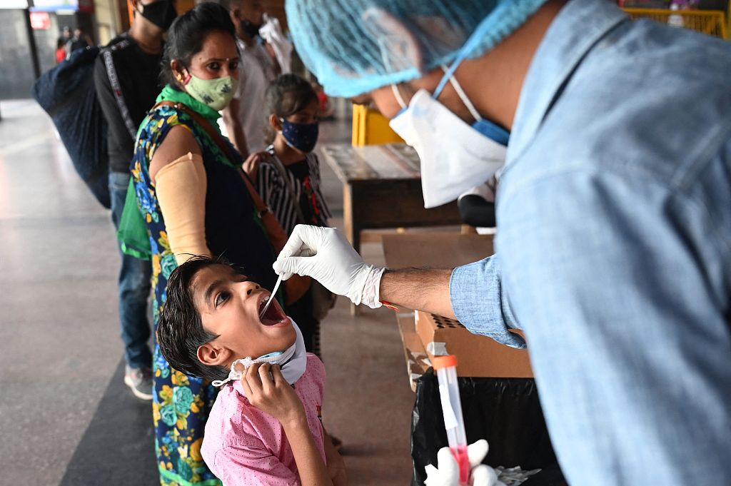 印度超3600名儿童因新冠疫情成孤儿 274名被遗弃