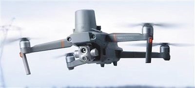 微型无人机被用于疏导交通。百度图片